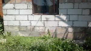 Huisje van Zavet zie film 2011, vertoont inmiddels scheuren en staat op instorten.